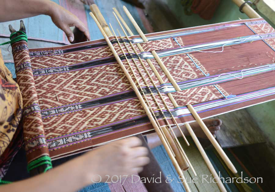 Description: Bands of sotis on a tais runat