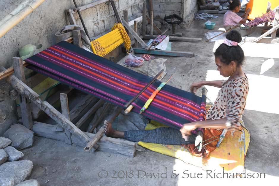 Description: A lane of looms on Buaya