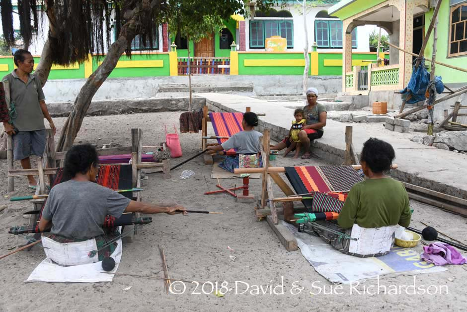 Description: Weaving in front of the Al Itjihad Mosqu